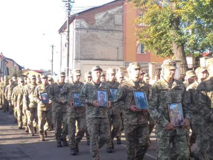 У Яворові урочисто зустріли військових 24-ої окремої механізованої бригади імені короля Данила. Фото Юлія Субота 4studio