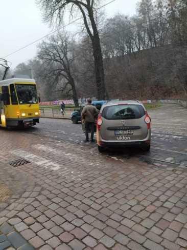 У Львові автомобіль таксі збив жінку, фото Андрій Вихопень