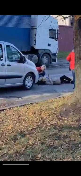 У Львові автомобіль збив пішохода, фото Варта-1