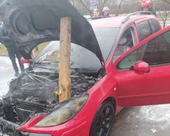 У Львові горів автомобіль, фото ДСНС