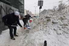 Підлеглі Садового знову піаряться на прибиранні снігу у Львові, фото ЛМР