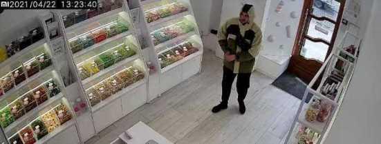 У Львові троє хлопців викрали гроші з каси магазину, фото Варта-1