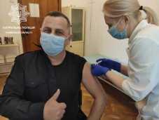 Керівник патрульної поліції Львівщини вакцинувався від коронавірусу