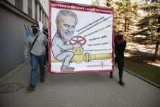 Активісти передали у СБУ Львівщини повідомлення про загрозу національній безпеці України, фото Демократична сокира