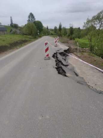 На Львівщині обвалилась дорога, фото Роман Думич