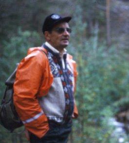 Niilo Ranttila Lemmenjoen kullan löytöpaikalla kesällä 1984.