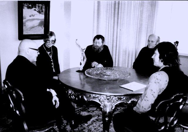 Presidentti Kekkosen tuki oli tärkeä Tankavaaran Kultamuseon syntymisessä. . Tässä tanakavaaralaiset Inkeri Syrjänen, Niilo Raumala, Yrjö Korhonen ja Kauko Launonen vierailevat Kekkosen luona esittelemässä toimintaansa v. 1975