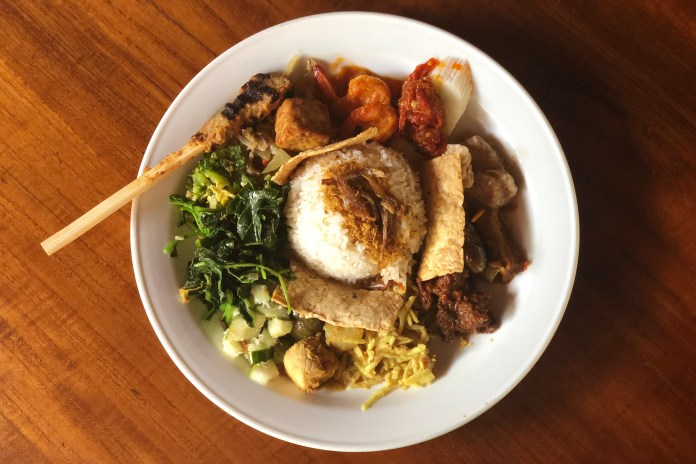 Experience Indonesia Culture By Eating In Bali Warung Kulture Kween