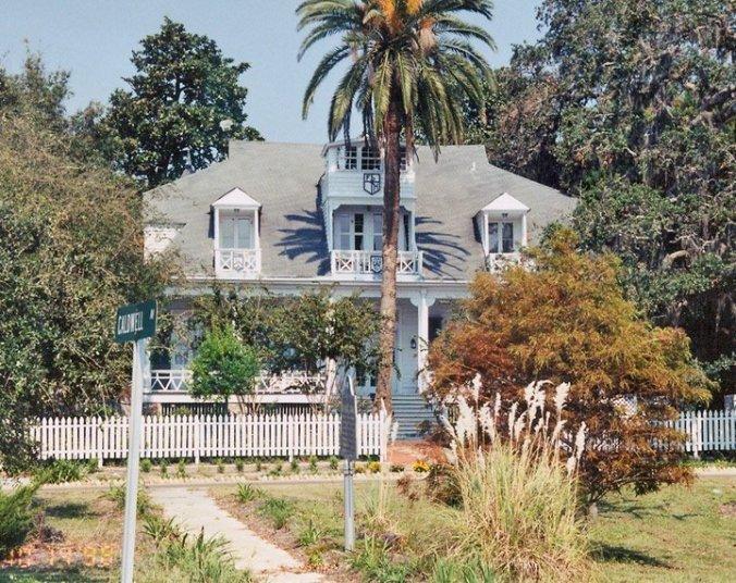 Ein historisches Bild des 1841 erbauten Father Ryan House: Die Palme wächst aus der Treppe.