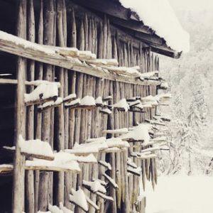 Schnee auf einem Stadl