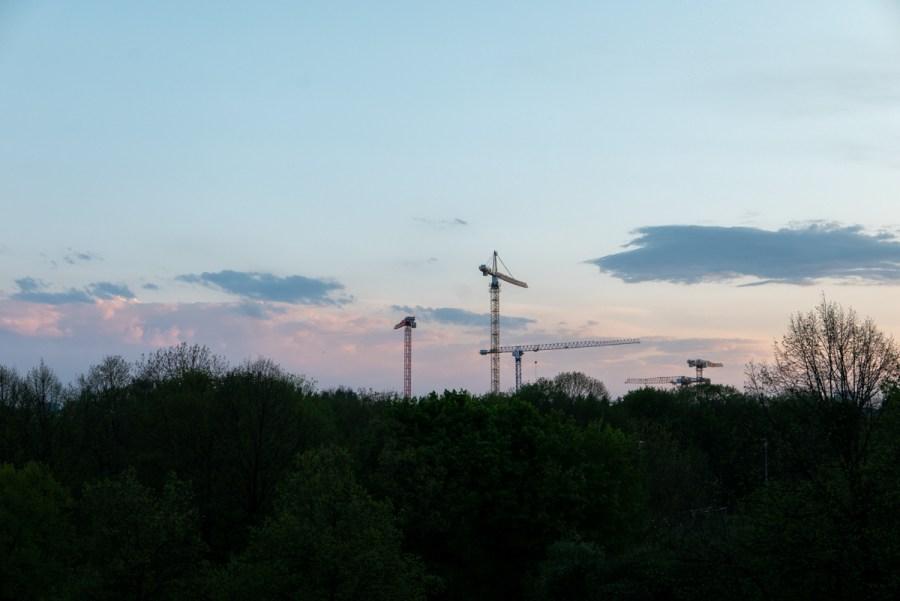 T29: Samstag, 18. April 2020, 18:58. - Abendlicher Kranentanz.