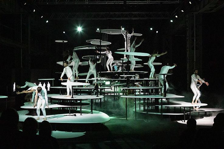 Tanz im August 2021: Stephanie Thiersch und Brigitta Muntendorf. Archipel. Copyright: Dajana Lothert