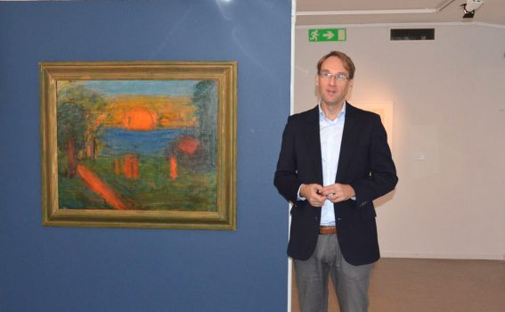 Martin Sundberg vid Carl Kylbergs Solnedgång vid havet