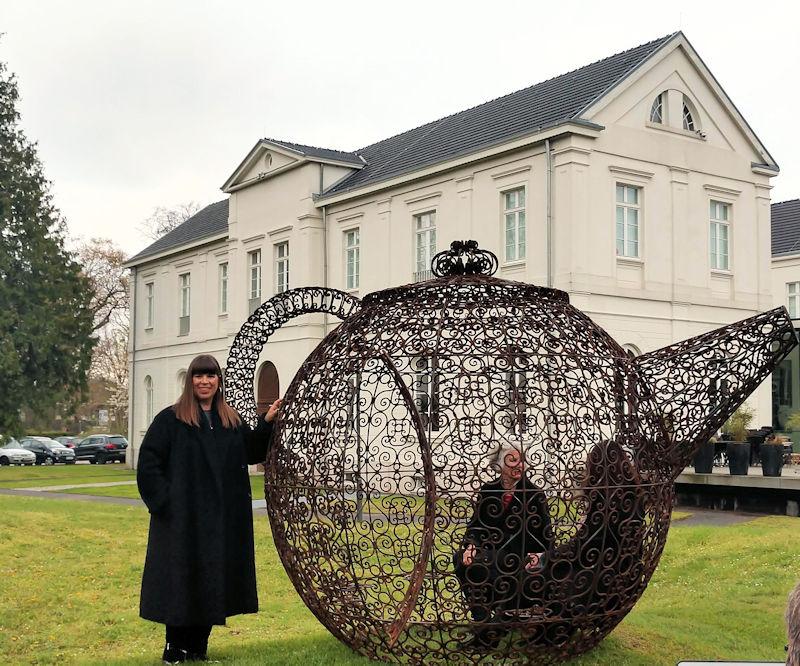 Opulenz mit Hintergründigkeit – Joana Vasconcelos im Max Ernst Museum