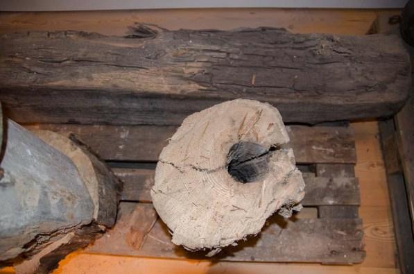 """Wasserkunst Elbinsel Kaltehofe. Eine beeindruckte Präsentation: Die ersten Wasserleitungen waren """"Röhren"""" in Baumstämmen."""