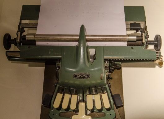 Punktschreibmaschine Weiterentwicklung der Bogenmaschine nach Oskar Picht ca. 1980 kinder museum frankfurt