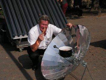 Solarkocher in Aktion, Kraft der Sonne