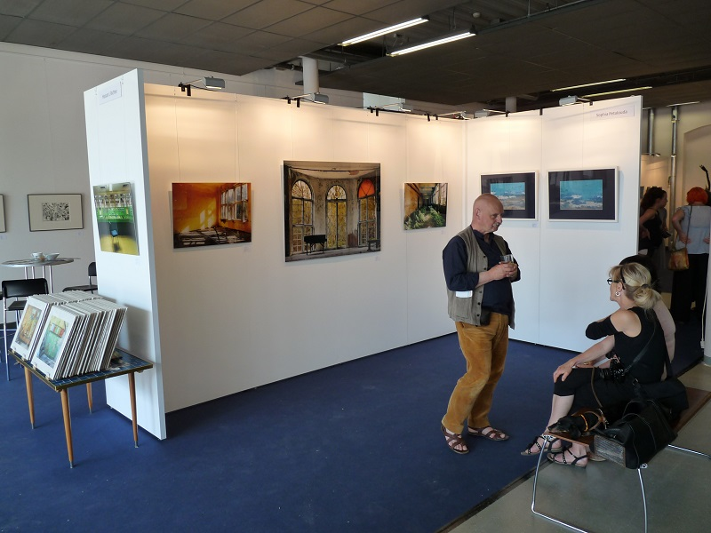 Rechter Bereich des Messestandes der KunstGalerieHans auf Kunstmesse Neue Art 16