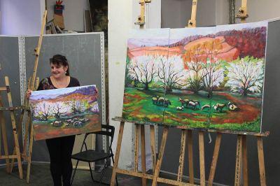 Teilnehmerin mit ihrem Werk