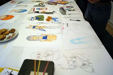 Die Skizzen wurden mit Blei- und Blaustift angefertigt.