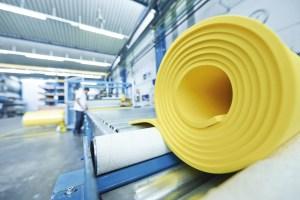 Schwingungsschutzlösungenvon Getzner sind weltweit im Einsatz: Die Produktion inBürs war aufgrund derguten Auftragslage auch 2015 bestens ausgelastet. | Foto: Getzner