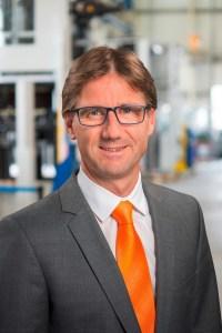 """Wolfgang Meyer, Geschäftsführer von Maplan: """"Das neue Maschinendesign ist das sichtbare Zeichen, dass sich bei uns im abgelaufenen K-Zyklus einiges getan hat. Mit unseren Baureihenerweiterungen wollen wir dem Markt zur K 2016 neue und interessante Antworten zur Verbesserung der Wertschöpfung vorstellen."""""""