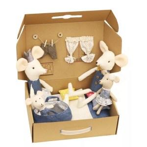 Spielzeug aus Holz und Stoff