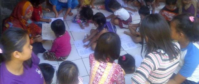 Anak-anak antusias mengikuti aktivitas di PAUD Arrohmah, Cimulang. (dok KM)