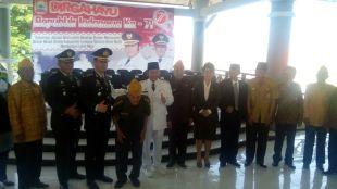 Bupati Lampung Selatan Zainudin Hasan bersama Veteran Pejuang 45 (dok. KM)