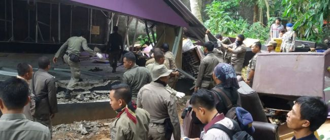 Pembongkaran sebuah THM yang tidak berizin dan meresahkan warga di Kemang, Kab. Bogor oleh Satpol PP (dok. KM)