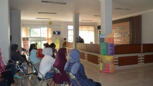 Masyarakat sedang mengantri untuk mendapat pelayanan di kantor pemerintahan di Kabupaten Bogor (dok. Irfan/KM)