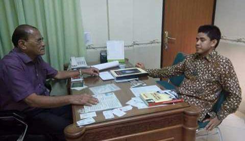 dr. Sanusi (kiri) dengan staf khusus Wapres RI dr. Kaharuddin (dok. KM)