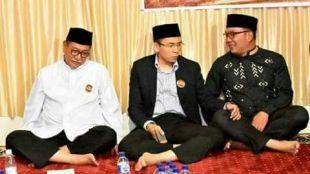 Gubernur Nusa Tenggara Barat (tengah) diapit Wagub Jawa Barat Deddy mizwar (kiri) dan Walikota Bandung Ridwan Kamil (dok. KM)