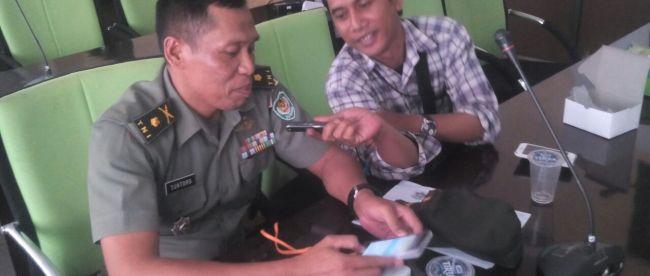 Kasdim Bogor Mayor Inf Suntoro saat diwawancarai KM, Selasa 19/9 (dok. KM)