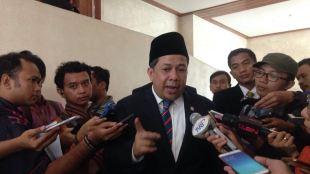 Wakil Ketua DPR Fahri Hamzah memberi keterangan kepada pers, Selasa 26/9 (dok. KM)