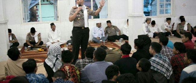 Kapolresta Bogor Kota Kombes Pol Ulung Sampurna Jaya memberikan ceramah pada Subuh Keliling di Masjid Nurul Iman Kel. Sukaresmi, Tanah Sareal 15/11 (dok. KM)