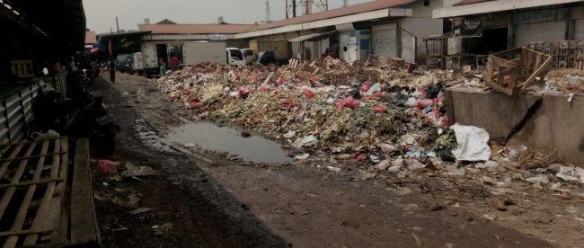 Kondisi Pasar Leuwiliang yang kumuh dan bau sampah (dok. KM)