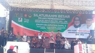Ade Yasin dan Iwan Setiawan di Silaturahmi Akbar pelaku pembangunan desa se-Dapil V Kabupaten Bogor, Senin 29/1 (dok. KM)