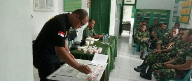 Anggota Koramil 14/RTP Laksanakan Tes Urine Di Mako Koramil, Rabu 21/3