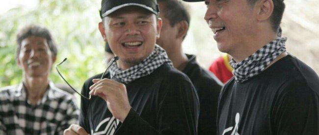 Paslon Walikota dan Wakil Walikota Bogor nomor urut 3, Bima Arya dan Dedie Rachim saat gerilya di Lawang Gintung, Kota Bogor, Minggu 8/4 (Dok. KM)