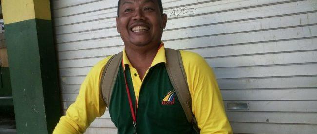 Maman (48) guru honorer bidang olahraga di SDN Pabuaran 1, Kabupaten bogor, saat ditemui Senin 2/4/2018 (dok.KM)