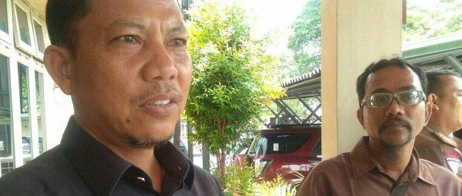 Panitera Pengadilan Agama Kabupaten Bengkalis, Zulkifli saat diwawancarai di Aula Gedung Bathin Betuah Kecamatan Mandau Duri