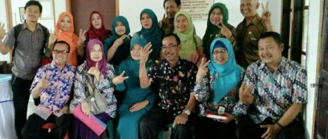 Foto bersama usai acara diklat Provinsi Jawa Barat bersama Kepala Desa Sukaharja, Cijeruk (dok. KM)