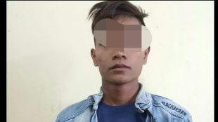 Tersangka AM alias AL (20) yang diduga membacok ayah kandungnya sendiri hingga tewas di Desa Pandau Jaya Kecamatan Siak Hulu, Kabupaten Kampar, Riau (dok. KM)