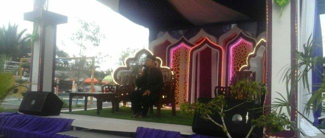 Kajian Islami yang disampaikan oleh Ustad Ahmad Ash'ari, S.Pd. pada pembukaan kegiatan Royal Ramadhan Ceria di Royal Waterboom Kota Langsa, Minggu 12/5/2019 (dok. KM)