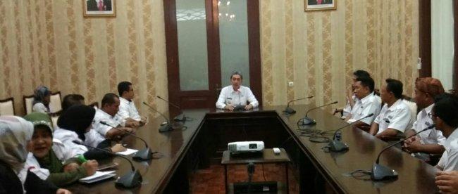 Wakil Walikota Bogor Dedie A Rachim saat berdiskusi dengan jajaran pembina dan pengurus organisasi Almisbat (dok. KM)