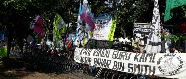 Aksi massa pendukung Habib Bahar Bin Smith di Bandung, Selasa 9/7/2019 (dok. KM)