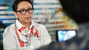 Menteri Luar Negeri RI Retno Marsudi memberikan keterangan usai pertemuan Presiden RI dan PM Malaysia di Hotel Ritz Carlton Millenia, Singapura pada Jumat 9/8/2019