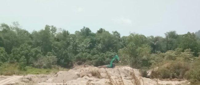 Aktivitas pertambangan pasir yang berada di Desa Terak, Kecamatan Simpang Katis, Kabupaten Bangka Tengah (dok. KM)