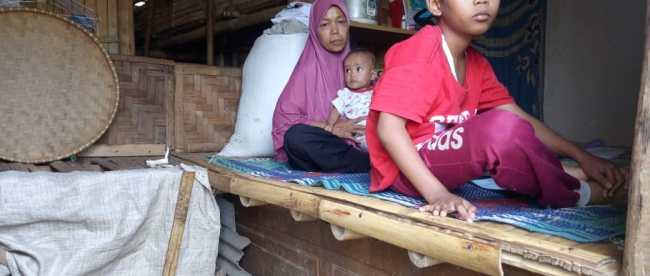 Kondisi rumah dan keluarga Ondari di Desa Gunung Sari, Pamijahan (dok. KM)